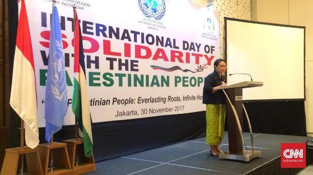 Retno Marsudi menyampaikan pidato di seminar soal Palestina.