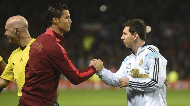 Cristiano Ronaldo dan Lionel Messi bersaing meraih gelar Ballon d'Or 2017.