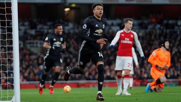 Kekuatan lini depan Manchester United bakal bertambah jika kedatangan Alexis Sanchez.