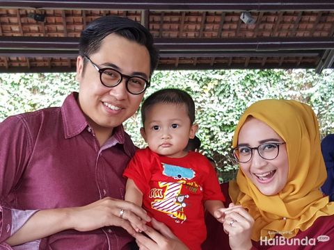 Pipit bersama suami dan anaknya/