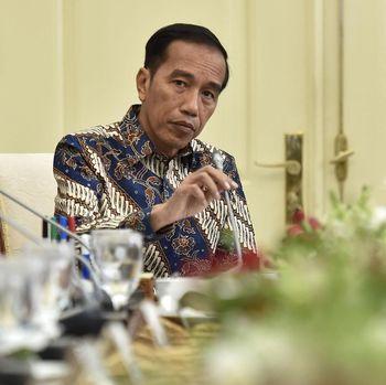 Jokowi di Antara Dua Pilihan Pilgub Jatim
