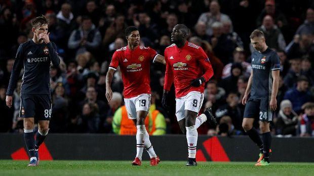 Manchester United harus bekerja keras untuk bisa membongkar pertahanan Manchester City.
