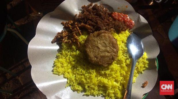 Nasi Kuning Urimese dengan suiran daging rusa.