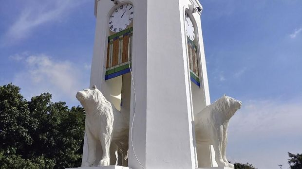 Netizen 'Bully' Patung Maung Mirip Anjing Laut di Bandung