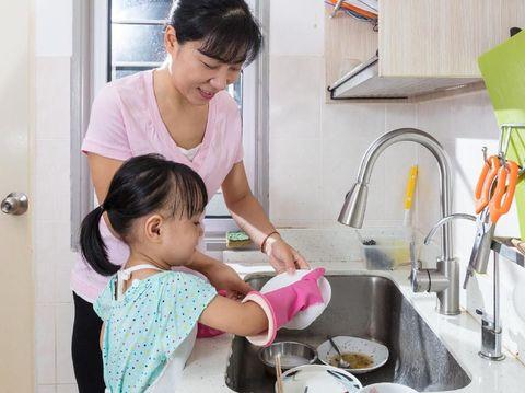 Panduan Orang Tua Menerapkan Aturan Baru di Rumah/