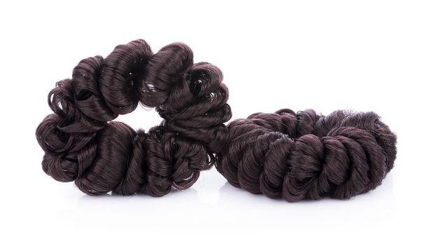 ilustrasi scrunchie atau pengikat rambut
