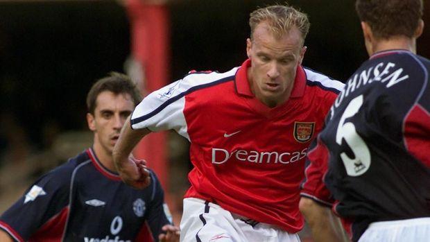 Dennis Bergkamp meminta klub Arsenal agar ia tidak ikut rombongan tim naik pesawat. (