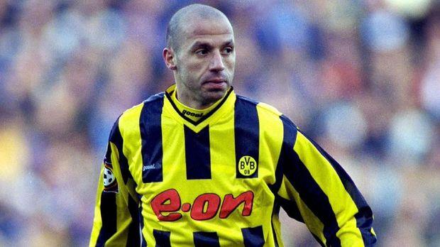 Giuseppe Reina meminta dibangunkan rumah setiap tahunnya saat kontrak dengan DSC Arminia Bielefeld. (