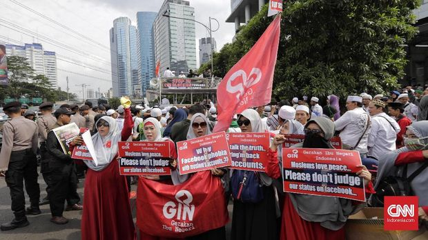 Massa Aksi 121, di depan kantor Facebook Indonesia, Jkaarta, Jumat (12/1).