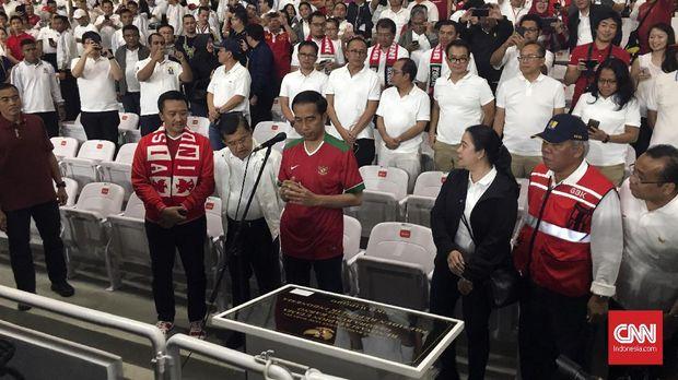 Presiden Joko Widodo saat meresmikan SUGBK sebelum pertandingan.