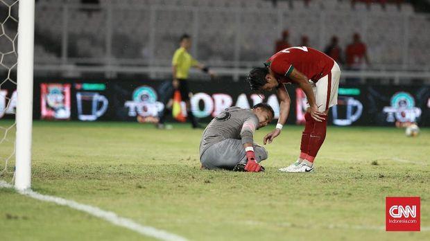 Gawang Andritany Ardhiyasa kebobolan empat gol saat Timnas Indonesia kalah 1-4 dari Islandia.