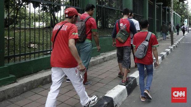 Suporter antusias menyaksikan laga Timnas Indonesia vs Islandia yang merupakan laga perdana usai SUGBK direnovasi.