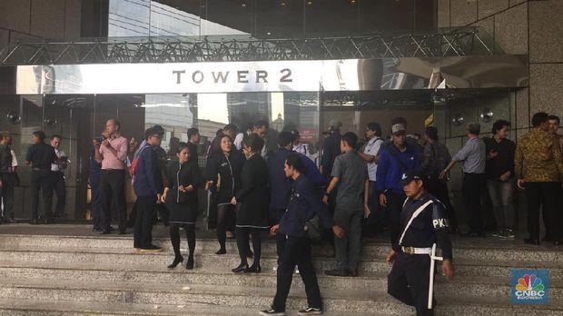Koridor Lantai 1 Gedung BEI Ambruk, Banyak Korban Luka