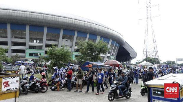 Bobotoh antusias menyaksikan laga Persib Bandung vs Sriwijaya FC di GBLA.