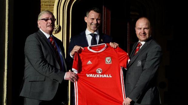 Ryan Giggs mendapat tugas berat meloloskan Wales ke Piala Eropa dan Piala Dunia.