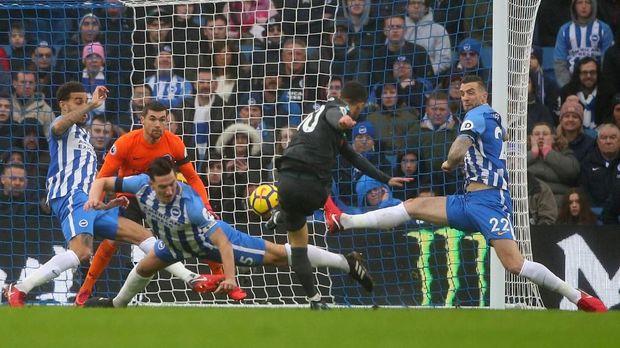 Eden Hazard mencetak dua gol untuk Chelsea ketika berhadapan dengan Brighton & Hove Albion