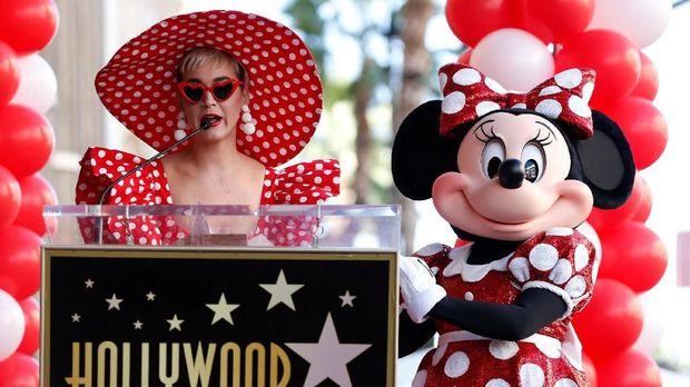 Minnie Mouse bersama Katy Perry.