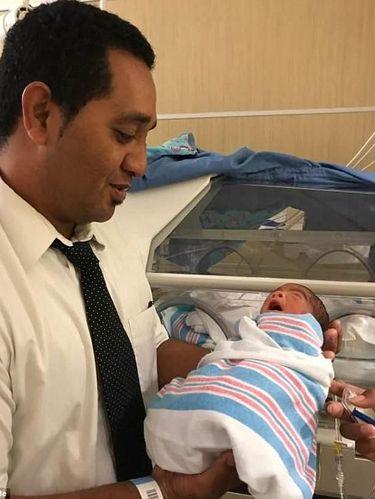 Kisah Ayah Rawat Bayi Kembar Tiganya Setelah Kepergian sang Istri