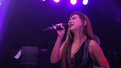 Nadia Vega Bawa Mentari di dHot Music