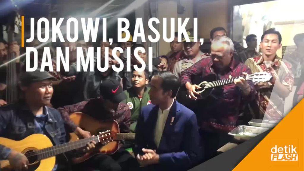 Saat Jokowi dan Menteri Basuki Konser dengan Musisi Jalanan
