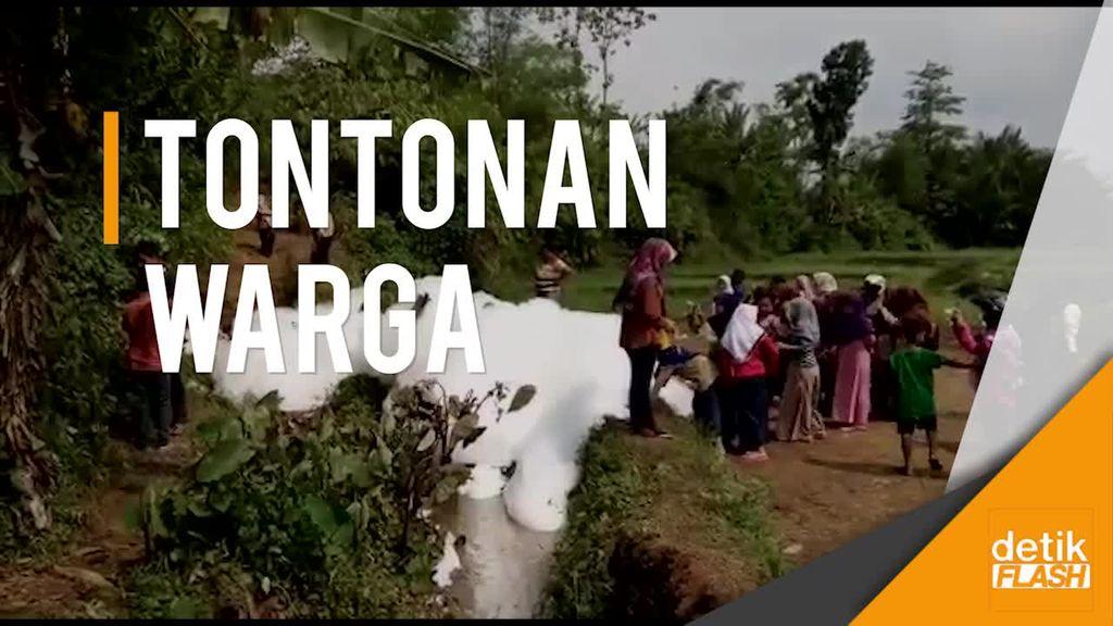Penampakan Gelembung Busa Misterius di Jepara