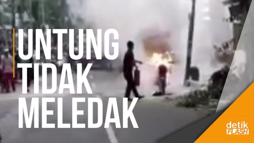 Motor Terbakar di Dekat SPBU Utan Kayu