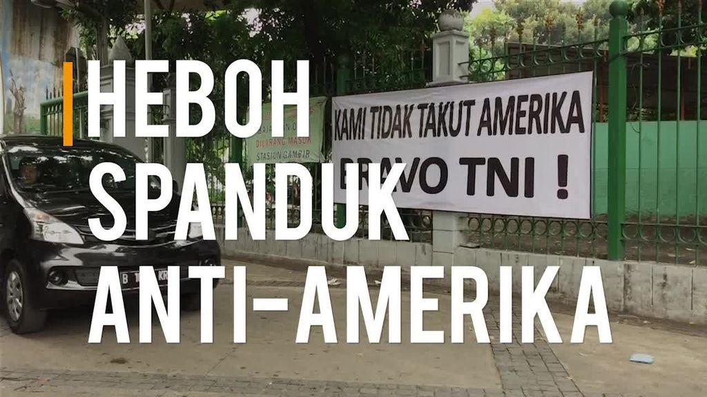 Bertebaran Spanduk Anti-Amerika di Jakarta