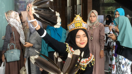 Tari Burung Enggang Ramaikan Sunsilk Hijab Hunt 2017 Jakarta