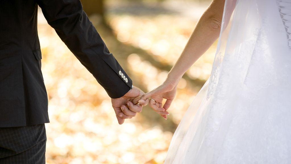 5 Selebriti Ini Nikah di Usia Belasan Tahun