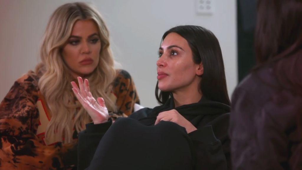 Kim Kardashian Baca Buku Tentang Kematian Pasca Perampokan di Paris