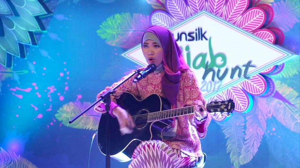 24 Besar Sunsilk Hijab Hunt 2017 Surabaya - Dinda Ajeng Windiana