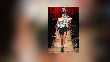 Moschino Bawa Sampah ke Milan Fashion Week 2017
