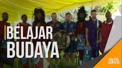 Tur pra-Musim di Tanzania, Rooney Cs Disambut Tarian Adat