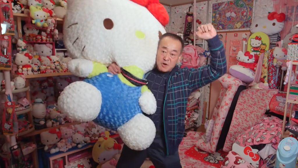 Kakek 67 Tahun Ini Kolektor Hello Kitty Terbanyak