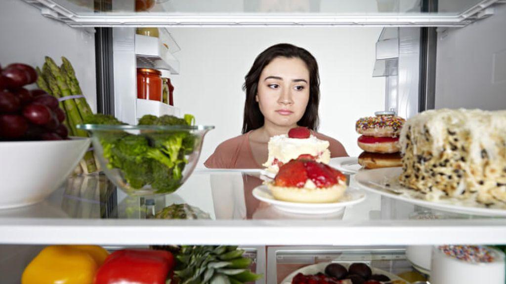 Begadang Sebabkan Nafsu Makan Berlebih