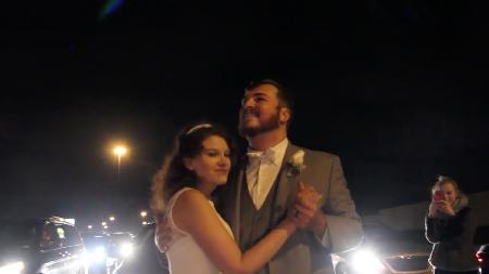 Pasangan yang Lakukan Dansa Pernikahan di Jalan Raya Jadi Viral
