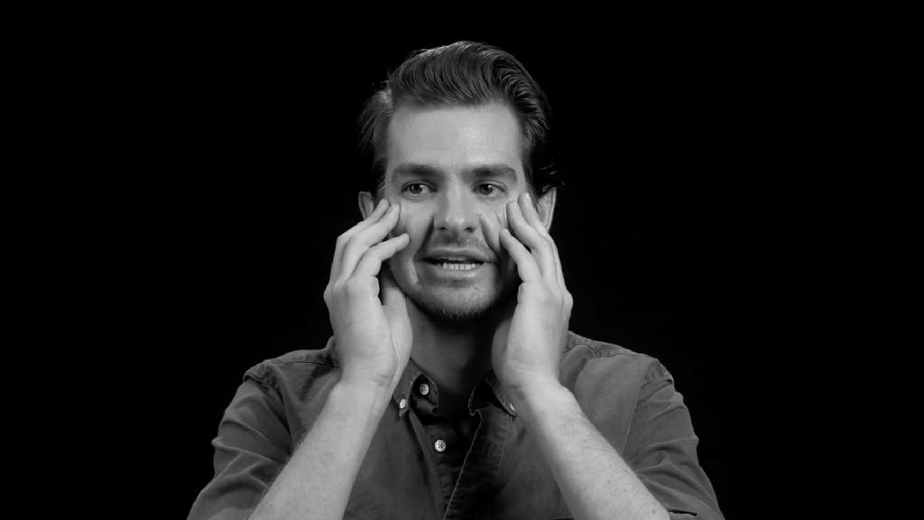 Andrew Garfield Cerita Bahagianya ke Disney Land Bareng Emma Stone