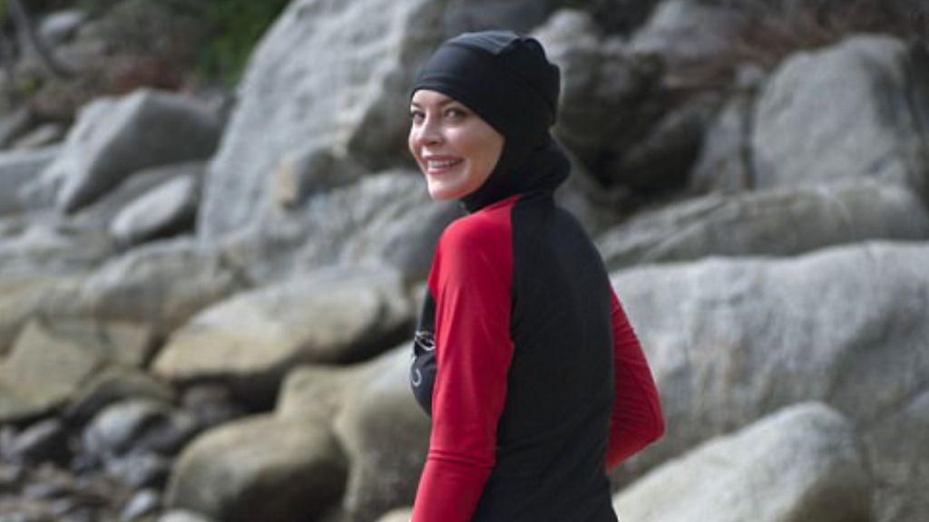 Lindsay Lohan Tampil Non-nude di Pantai dengan Burkini