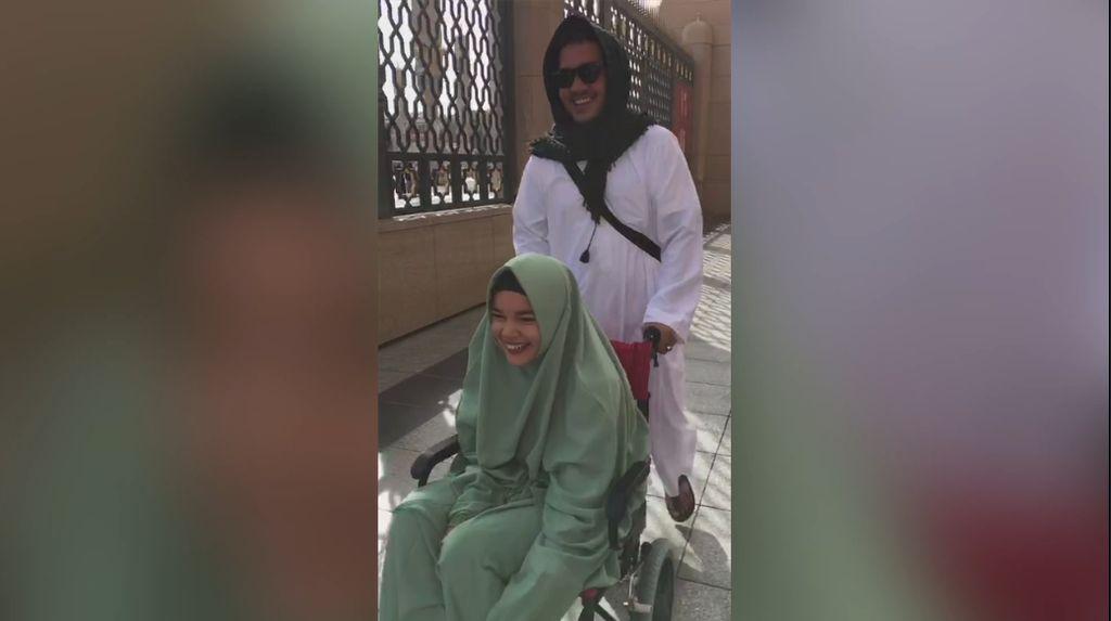 Kunjungi Jabal Uhud, Dewi Sandra Ingat Kondisi Politik Indonesia