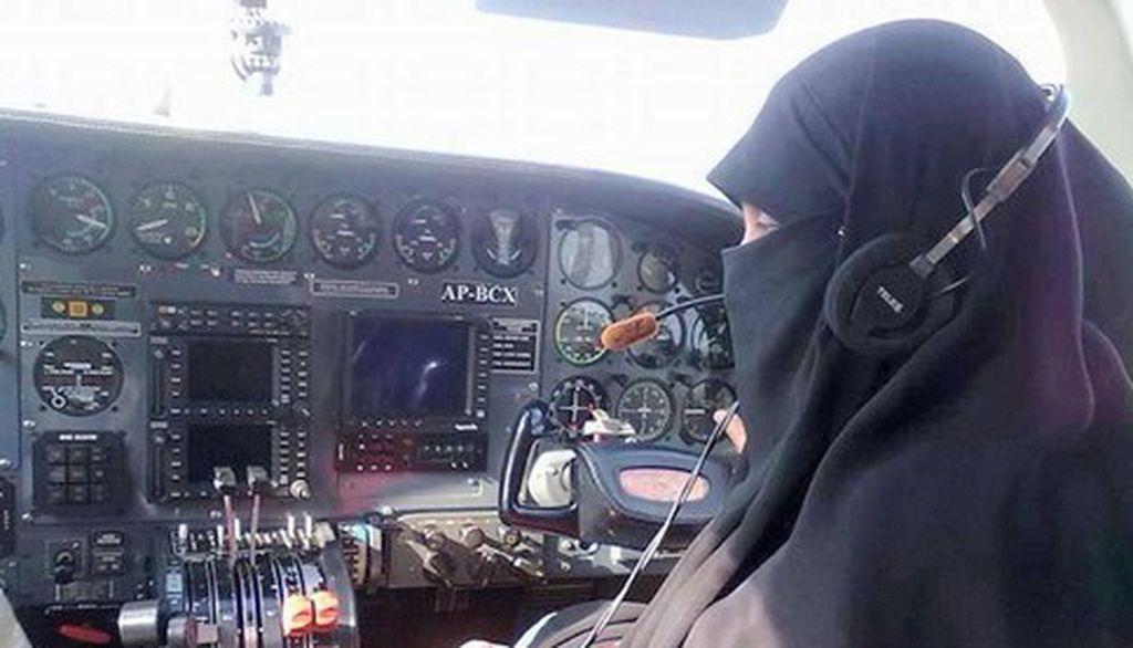 Pilot Bercadar Ini Pecahkan Rekor Dunia