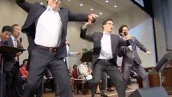 Aksi Kocak Profesor Nyanyi dan Nge-rap Lagu Korea