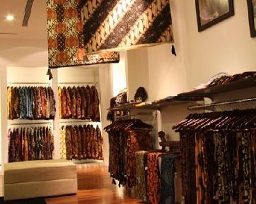 Desain Batik Eksklusif Dari Galeri Iwan Tirta
