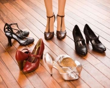Hasil gambar untuk Ketika Membeli Sepatu