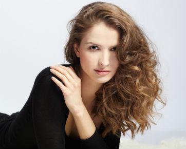 3 Cara Mudah Mengeriting Rambut Tanpa Alat Pemanas