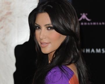 Kim Kardashian Beli Hadiah Mewah Agar Jadi Teman Beyonce?