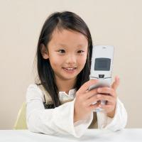 Handphone Bantu Tingkatkan Komunikasi Anak yang Terlambat Bicara