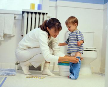 Image result for anak kecil sedang di kamar mandi