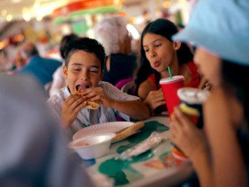 Logo Junk Food Juga Pengaruhi Pola Makan Anak