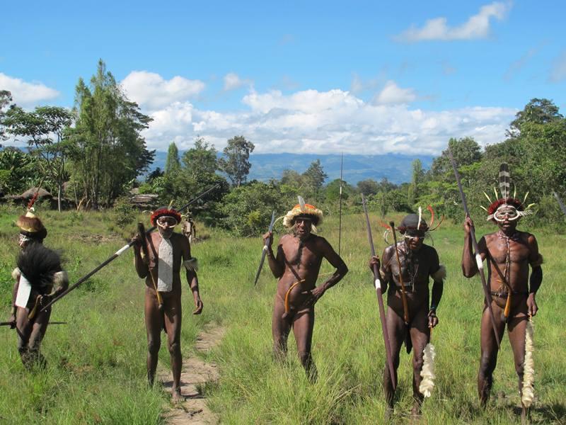Koteka, Tari Perang, dan Ramahnya Suku Dani di Papua