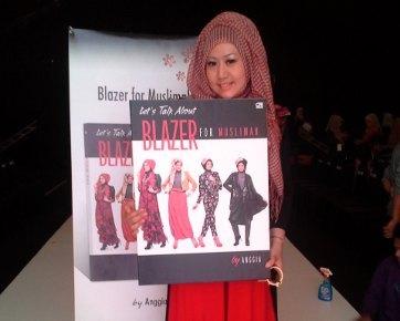 Yuk Tampil Stylish dengan Padu-padan Blazer dan Hijab